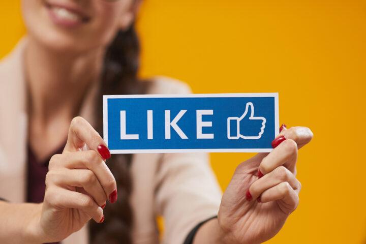Jak reagować na negatywne opinie na Facebooku